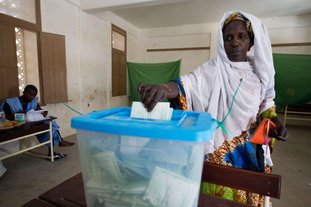 Photo : vote d'une femme, Nouakchott, Mauritania